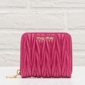 ミュウミュウ マテラッセ 二つ折り財布 ミニ コンパクト 折りたたみ フューシャピンク