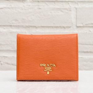 プラダ 二つ折り ミニ財布 オレンジ