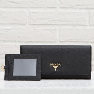 プラダ カードホルダーつき スナップボタン長財布 ブラック 黒
