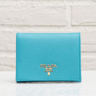 プラダ サフィアーノ 二つ折りミニ財布 ライトブルー