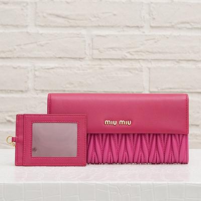 ミュウミュウ マトラッセ 長財布 バイカラー ピンク スナップボタン カードホルダーつき