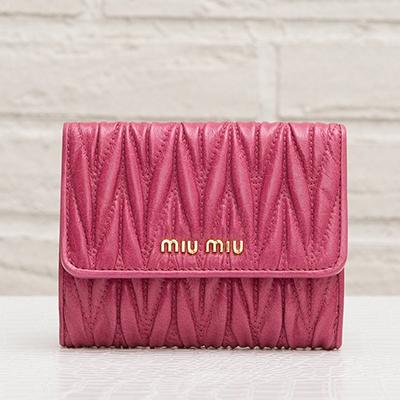 ミュウミュウ マトラッセ 二つ折り財布 ピンク