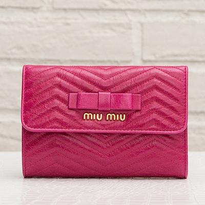 ミュウミュウ 折りたたみ財布 ピンク リボンつき ステッチ 5M1225