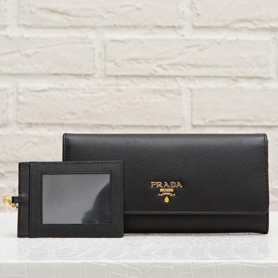 プラダ サフィアーノ カードホルダーつき スナップボタン長財布 ブラック 黒