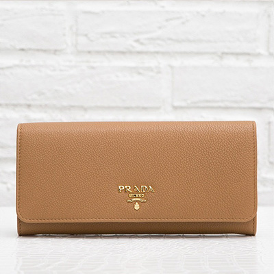 プラダ スナップボタン長財布 パスケースつき ヴィテッロ・グレイン キャラメルブラン 茶