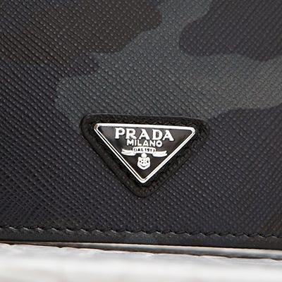 プラダ サフィアーノ メンズ 二つ折り財布 カモフラージュ 迷彩柄 ダークブルー ネイビー ブラック チャコールグレー 黒 三角ロゴ