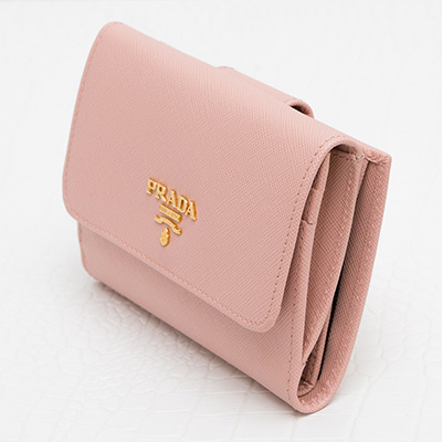 プラダ サフィアーノ 二つ折り財布 ペールピンク コンパクト 便利