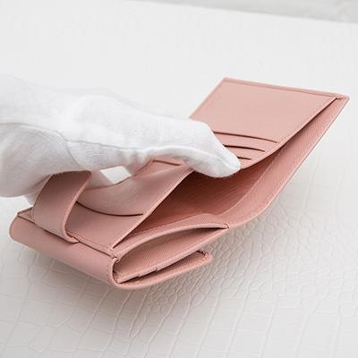プラダ サフィアーノ 二つ折り財布 ペールピンク コンパクト 便利 お札入れ