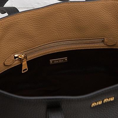 ミュウミュウ レザートートバッグ ハンドバッグ シンプル ブラック 黒 ヴィテッロ・ダイノ カーフレザー A4サイズ 肩掛けOK ポケット