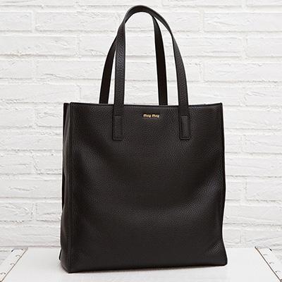 ミュウミュウ レザートートバッグ ハンドバッグ シンプル ブラック 黒 ヴィテッロ・ダイノ カーフレザー A4サイズ 肩掛けOK バイマ BUYMA