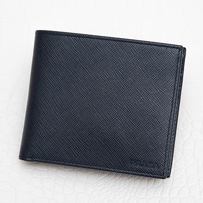 プラダ サフィアーノ メンズ 二つ折り財布 定番 ネイビーブルー 紺色 格好いい 使いやすい コンパクト
