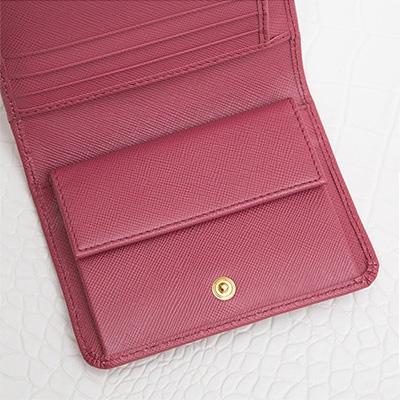 プラダ サフィアーノ 折りたたみ 三つ折り財布 コンパクト ピンク 小さめ 小銭入れ