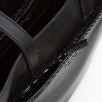 プラダ メンズ レザートートバッグ ブラック 黒 通勤通学 スーツスタイル カジュアル オン・オフ ソフトカーフレザー ジッパーポケット 肩掛けできる 2WAY ショルダーストラップつき 高級感 シンプル 格好良い 男性用