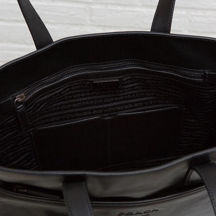 プラダ メンズ レザートートバッグ ブラック 黒 通勤通学 スーツスタイル カジュアル スーツ オン・オフ ソフトカーフレザー ジッパーポケット収納 肩掛けできる 2WAY ショルダーストラップつき 高級感 シンプル 格好良い