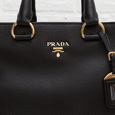 プラダ レザートートバッグ 2WAY A4が入る ミランダ・カー愛用モデル ブラック 黒 上品 シンプル 使いやすい 高級感 ロゴ