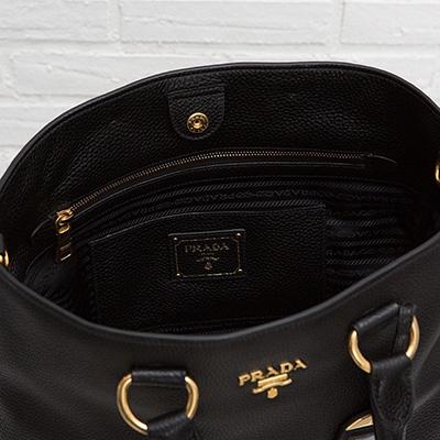 プラダ レザートートバッグ 2WAY A4が入る ミランダ・カー愛用モデル ブラック 黒 上品 シンプル 使いやすい 高級感 ポケット