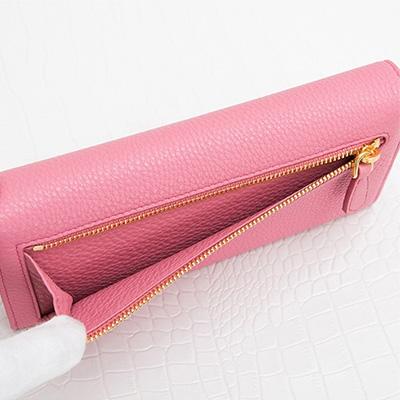 プラダ 長財布 スナップボタン カードホルダー ピンク 後ろ 背面ジッパーポケット