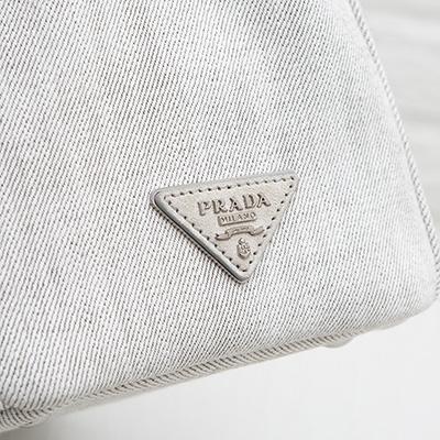 プラダ デニムトート Sサイズ ビジュー入り スタッズ ホワイト グレー 白 2WAY バッグ トライアングル ロゴ