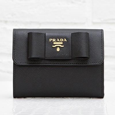 プラダ サフィアーノ リボンつき 三つ折り財布 フィオッコ ブラック