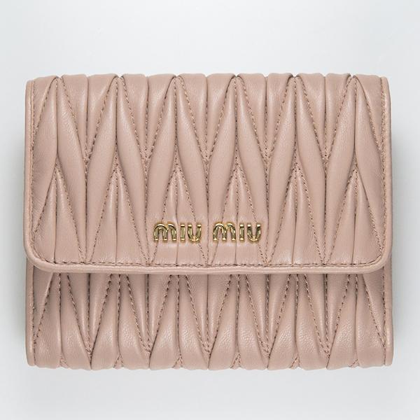 ミュウミュウ 財布 ベージュ マトラッセ 二つ折り 使いやすい 可愛い