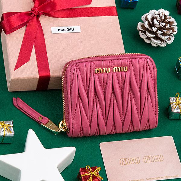 ミュウミュウ マトラッセ コインケース カードポケット ラウンドファスナー ジッパー 小銭入れ ピンク プレゼント