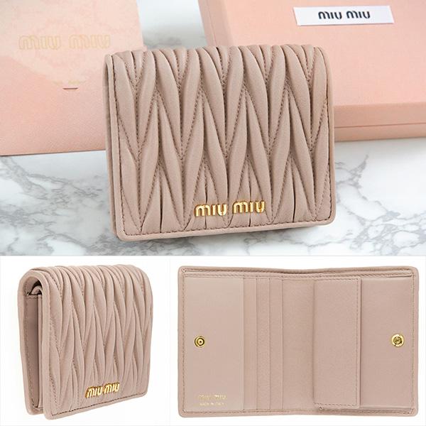 ミュウミュウ ミニ財布 ベージュ マトラッセ 財布 二つ折り 使いやすい 可愛い